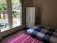 Available from today - Ex Large 1 Bedroom Flat - SHORT TERM - £400 PER WEEK