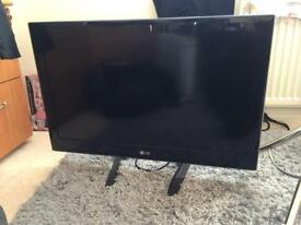 LG 32 inch TV with Freeview