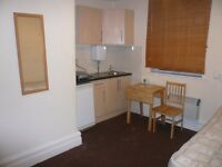 Single studio room with kitchenette for one, sharing bathrooms Close to Finchley Central Tube