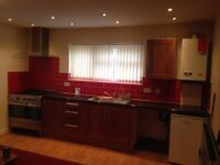 3 BEDROOM FLAT TO LET ON ASHTON ROAD OLDHAM FULLY REFURBISHED OPEN PLAN KITCHEN NICE CLEAN FLAT