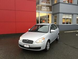 2009 Hyundai Accent 3Dr GL at LOW KMS ! *Auto* ! Great 1ST Car !