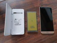 LG G5 32 GB Gold Unlocked + Spare Battery + Charging Station