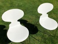 White 'Ant' chairs x 2 by Arne Jacobsen - Original designer pieces