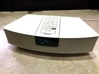 BOSE WAVE RADIO WITH AUXILARY INPUT FOR MOBILE PHONE IPOD ETC