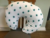 Feeding cushion with star cover