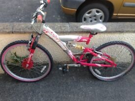 Girls mountain bike for spare or repair in pink suit 10-12 year old, in a poor state, free .