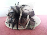M&S Ladies Fancy Cream & Black Hat