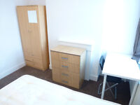 LOVELY SINGLE ROOM WITH DOUBLE BED TO RENT IN NORTHFIELDS/ BOSTON MANOR / WEST EALING - ZONE 3