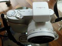 Samsung NX1000 white camera kit in box