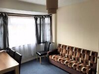 1 BEDROOM FIRST FLOOR FLAT¦ CLOSE TO CHADWELL HEATH STATION¦ AVAILABLE NOW¦ no agency fees¦