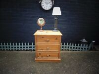 SOLID PINE FARMHOUSE SMALL CHEST OF DRAWERS PROPER CHUNKY ONE IN EXCELLENT CONDITION 92/51/58 cm £40