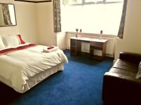 ****Large Double Room With Great City Links****