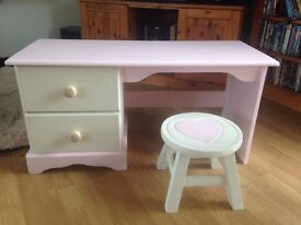 SOOO CUTE.. LITTLE CHILDS DESK IN PINK AND CREAM SOLID WOOD