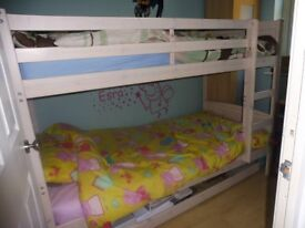 CLASSIC WHITE BUNKBED FRAME 190 X 90 cm . INCLUDING 2 MATRESSES WHITE, VERY GOOD CONDITION