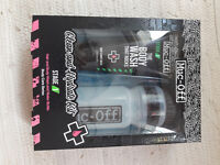 Muc-Off body wash and water bottle set