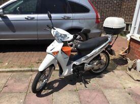Honda moped 125 innova 60 reg