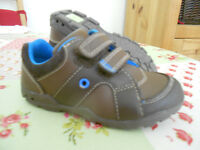 Clarks light up shoes - size 6G