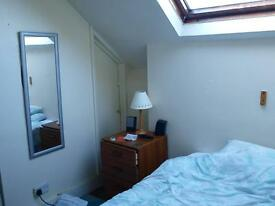 Stunning single bedsit with double bed, all inclusive close to amenities and busses.