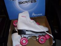 womens roller skates size uk 6 with box only used twice white / pink