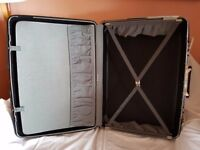 Samsonite Suit Case large 70 litres.