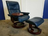 LUXURY BLUE LEATHER EKORNES STRESSLESS RECLINING CHAIR WITH FOOTSTOOL & SWING TABLE CAN DELIVER