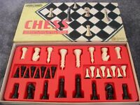 SPEAR'S VINTAGE 70'S CHESS COMPLETE WITH STOUT BOARD AND CHESSMEN