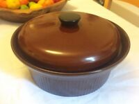 Brown Ceramic Casserole Dish with Lid - 23.5 cm Diameter