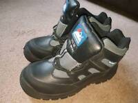 BRAND NEW MENS SAFETY BOOTS UK 7