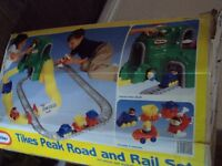 LITTLE TIKES PEAK ROAD AND TRAIN SET . LARGE FLOOR TOY WITH PEOPLE/TRAINS