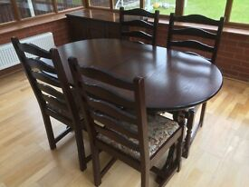 Extendable table, 4xchairs and 2 sideboards