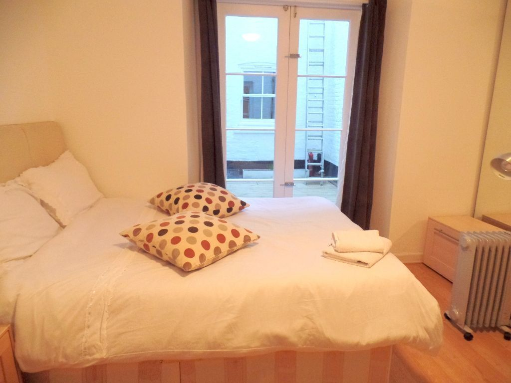 *AMAZING NEWLY REFURBISHED 1 BEDROOM FLAT WITH ALL BILLS **zone 1*NEXT TO LANCASTER GATE STATION