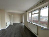2 bedroom flat in Hugh Gaitskell House, London, NW10 (2 bed) (#1195097)