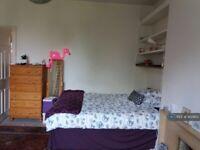 1 bedroom in Roehampton Lane, London, SW15 (#903813)