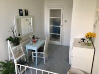 Double Room in Spacious Sunny flat.