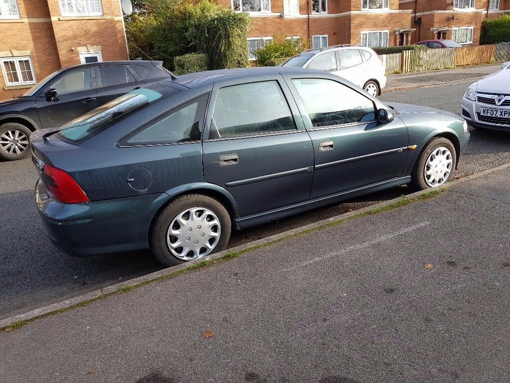 VECTRA 1,8 LS GREEN 2000 FULL 12 MONTHS MOT 10 SERVICE HISTORY STAMPS 2 OWNERS MINT CAR MAY P/X