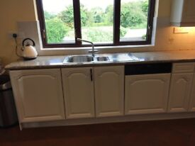 Newly sprayed solid oak kitchen, excellent condition