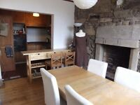 Single bedroom available in charming fully furnished two bedroom flat on Edinburgh's Royal Mile.
