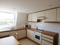 A large one bedroom flat close to tube station great for 2 sharers (seperate kitchen)
