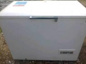 Chest freezer, medium-large