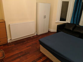 Massive Doubles Rooms Close to Canning Town Station