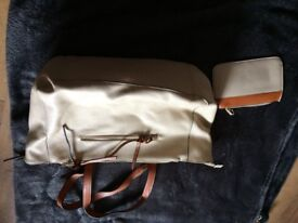 Ladies Cream/Beige Coloured Leather Handbag and Purse