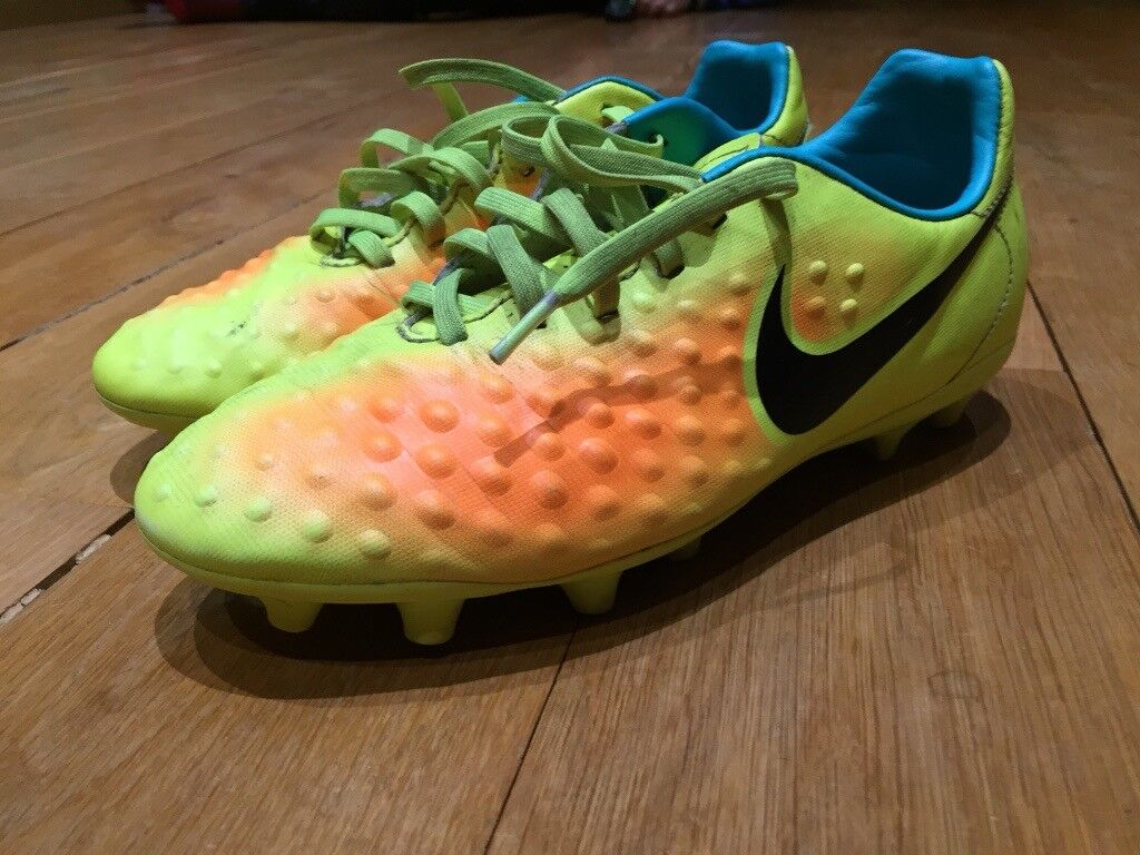 Nike Magista Firm Ground Football Boots - Size 4