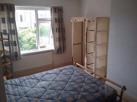 Double room to rent in house. All bills paid. Free WiFi. Free parking.