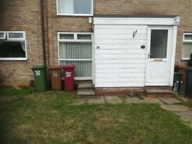 2 BED FLAT TO LET