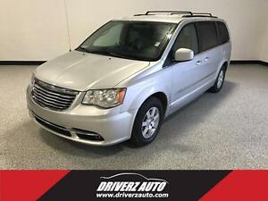 2011 Chrysler Town & Country Touring ACCIDENT FREE, LOCAL VEH...