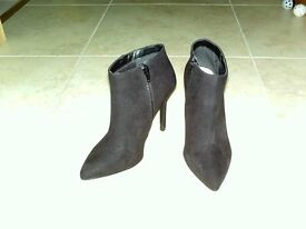 ladies size 3 suede ankle boots