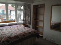 Large double room in friendly house, 15 min walk to Perivale Tube £600pcm all inc, avail til 16 May