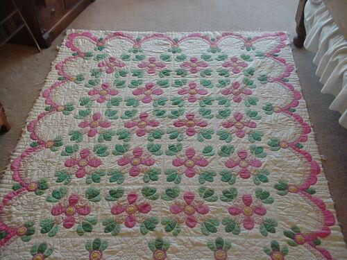 """Antique Hand Stitched Flower Pattern Quilt, 72"""" x 88"""""""