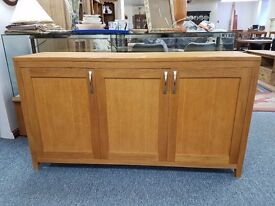 Lovely condition and great quality solid oak sideboard