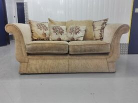Unique vintage cottage 2 seater fabric sofa settee in very good condition / free delivery